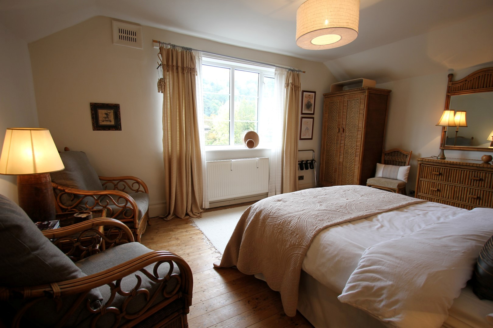 The Birds Nest Master Bedroom - Peak District Holidays